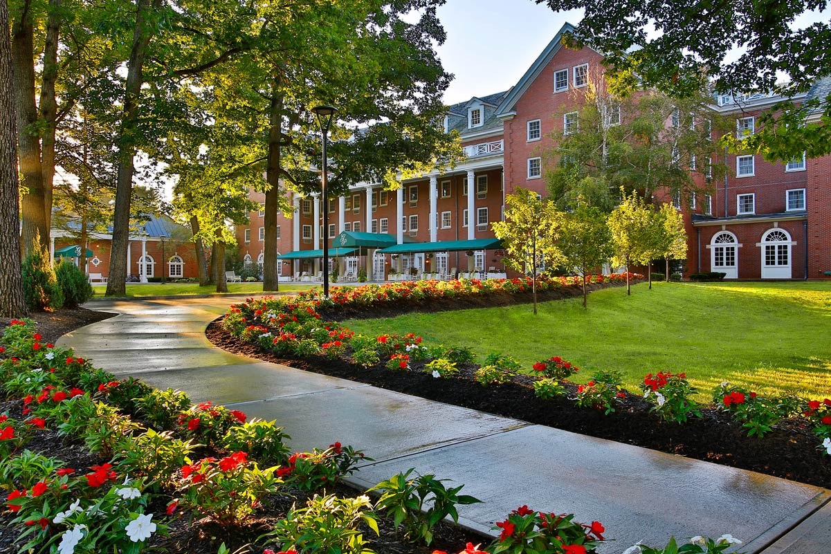 The only saratoga springs hotel in saratoga spa state park for Weekend spa getaways ny